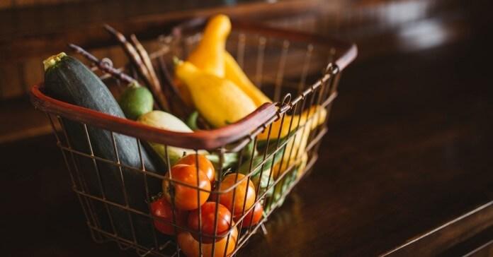 Voće i povrće u korpi