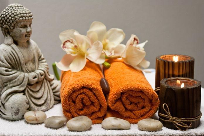Pripremljeni peškiri za masažu na podu