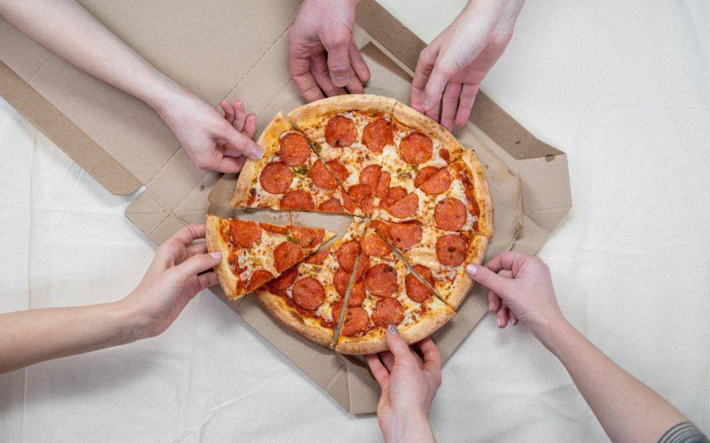 prikaz pice u kutiji