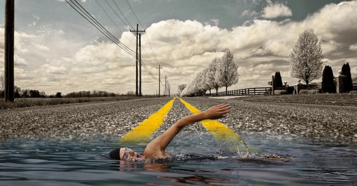 Ilustracija plivača koji pliva u vodi na putu