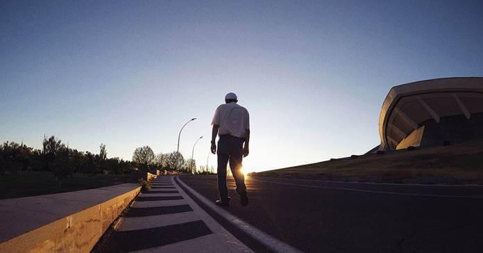 stari covek hoda