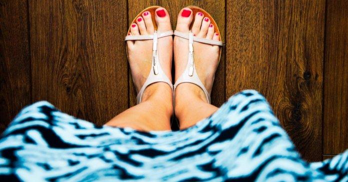 Ženska stopala u sandalama