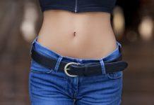 Prikaz ravnog ženskog stomaka